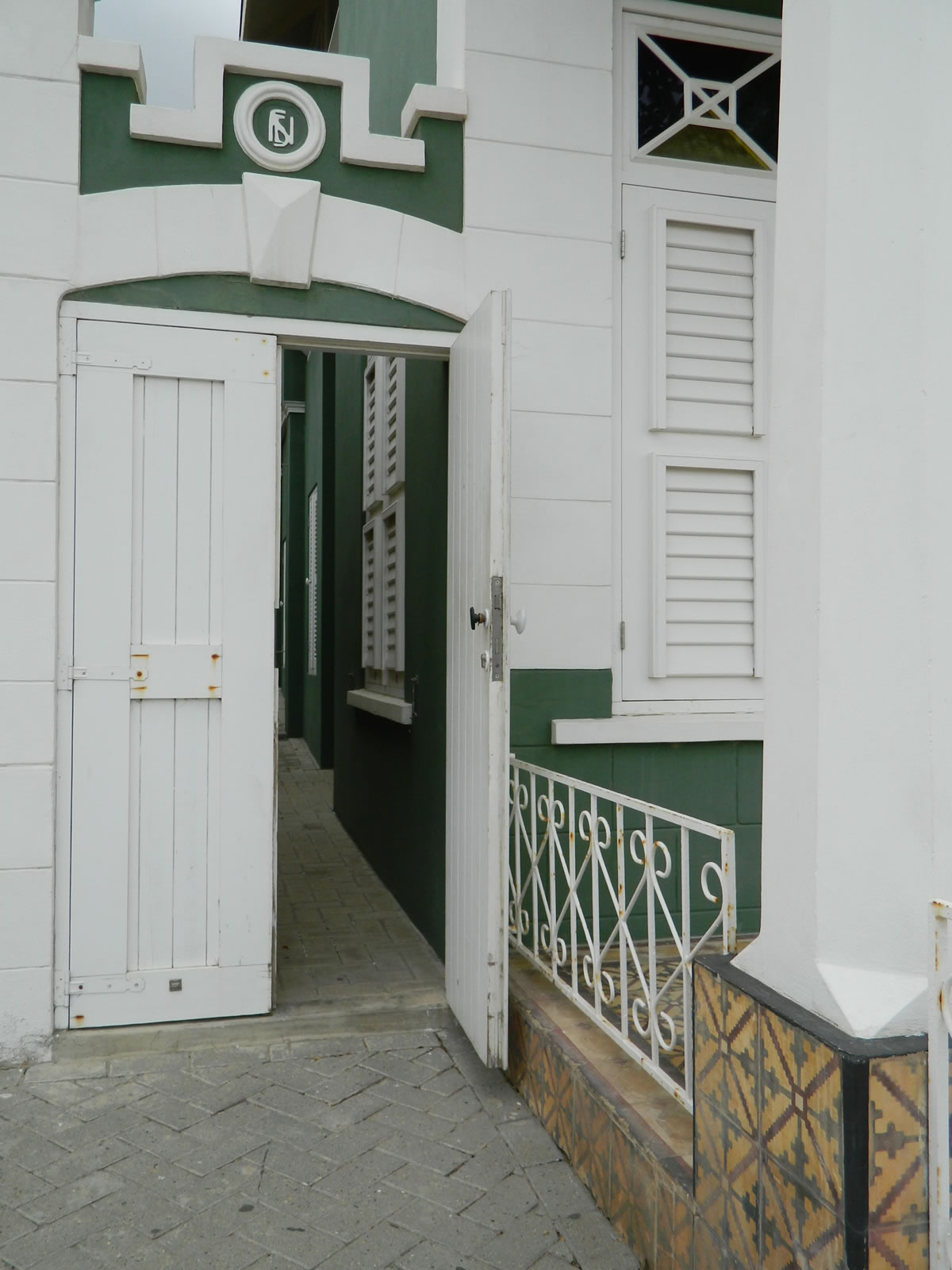 Entrance at Green 'Ecury' House | Archeological Museum Schelpstraat 42, Oranjestad