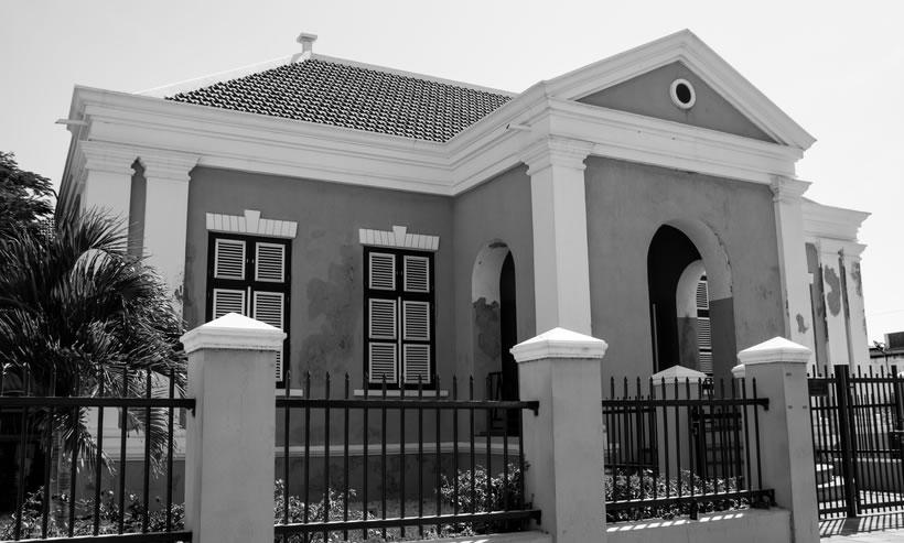 School Oranjestad (Stadhuis) B&W