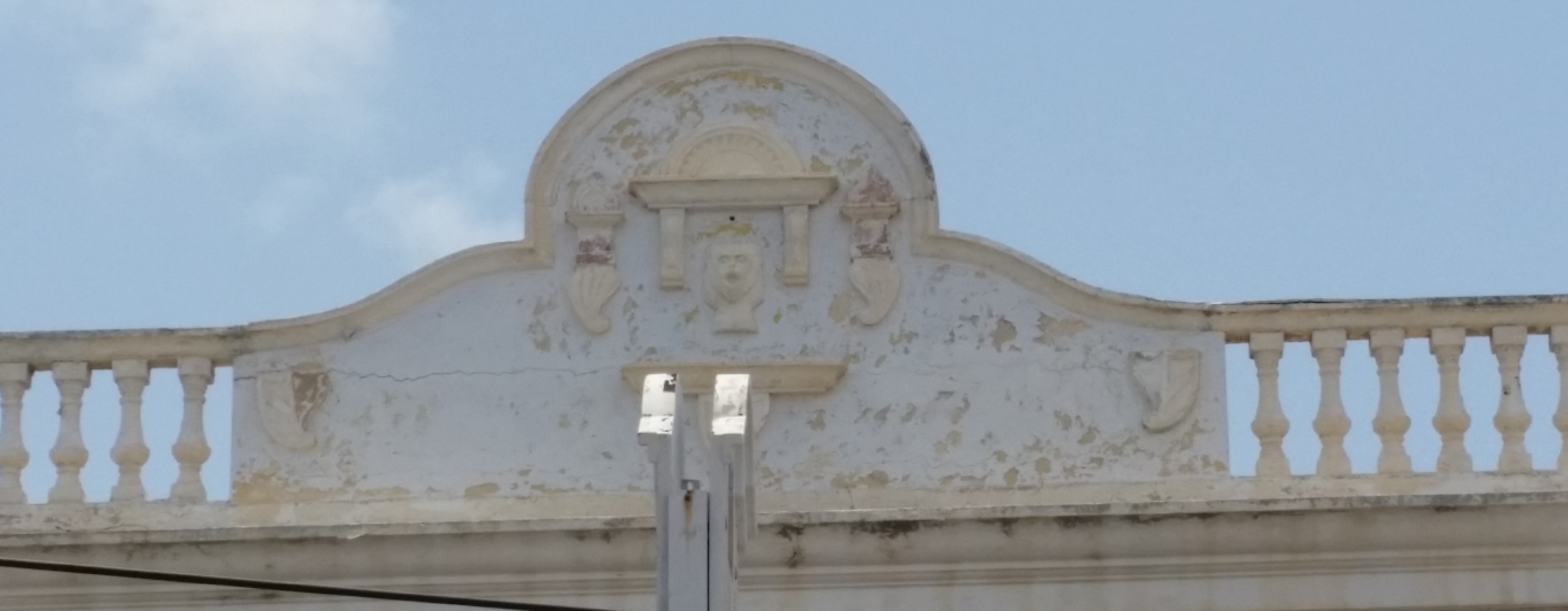 Botica Aruba roof detail