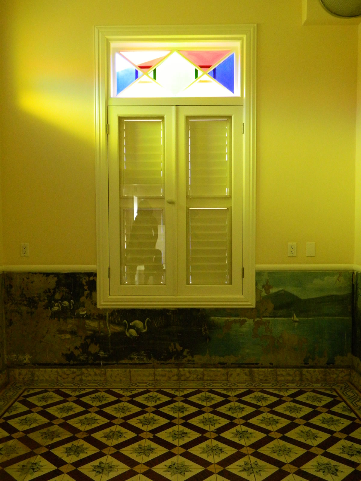Window at Green 'Ecury' House | Archeological Museum Schelpstraat 42, Oranjestad