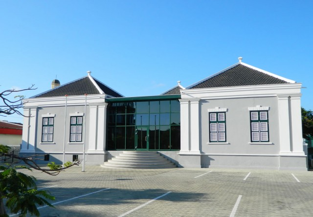 School Oranjestad (Stadhuis) front entrance on Zoutmanstraat